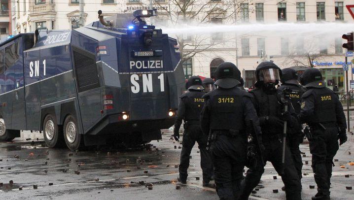 Krawalle in Leipzig: Zusammenstöße zwischen Linksautonomen und Polizei