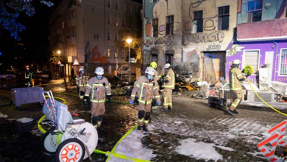 """""""Liebig 34"""": Löscheinsatz der Feuerwehr"""