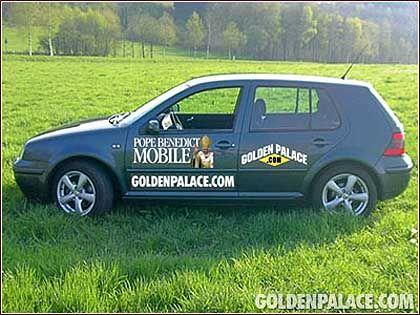 """Gefälschter Golf: Kasino-Werbung mit """"Papstmobil"""""""