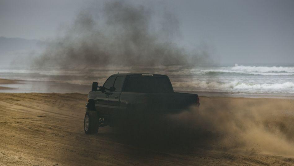 Schwarze Rauchfahnen wie bei diesem Diesel-Pick-up belasten die Luftqualität in den USA