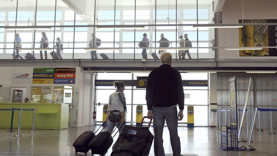 Check-in am Flughafen: Auf manch einen Fluggast warten hier zusätzliche Kosten