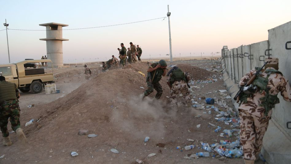 Kurdische Peschmerga-Kämpfer gehen in Deckung: USA setzen Drohnen ein