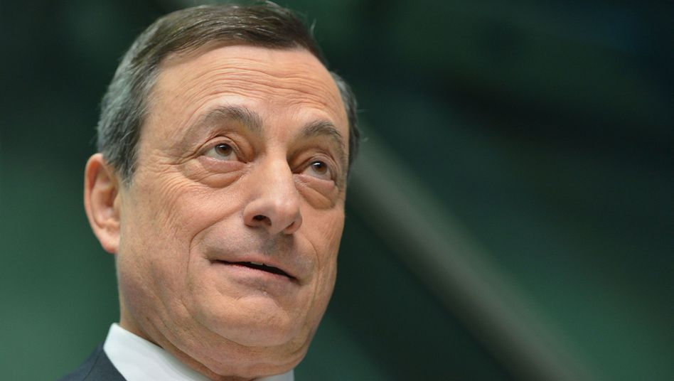 EZB in Frankfurt: Draghis billionenschweres Kaufprogramm macht den Euro weich