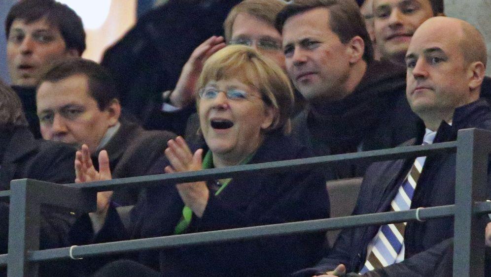 Kanzlerin im Fußballfieber: Merkels Tribünengesichter