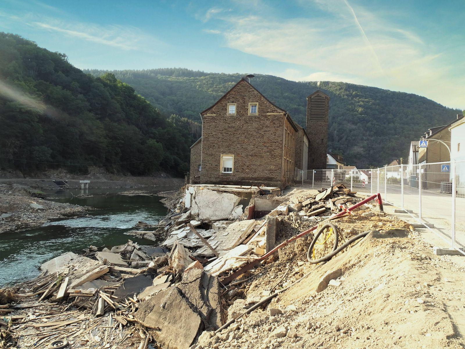 Ahrbrück Themenfoto: Flut, Ahrtal, Aufräumarbeiten, Wiederaufbau, 12.08.2021 Zerstörungen in Ahrbrück, Themenfoto: Flut,