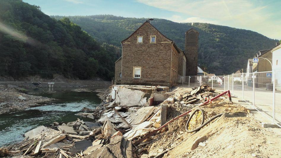 Zerstörung in Ahrbrück: Seit Dienstag wieder Handyempfang