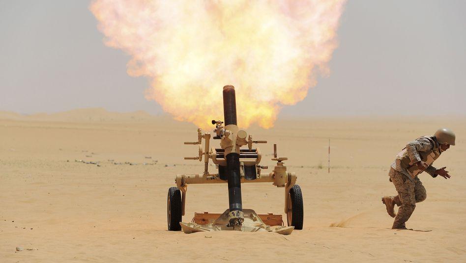 Saudi-arabischer Soldat feuert auf Stellungen der Huthi-Rebellen: Umstrittener Einsatz im Jemen
