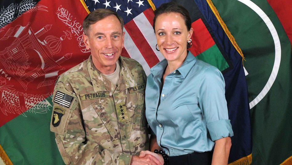 David Petraeus, Biografin Paula Broadwell: Affäre beendet Traumkarriere