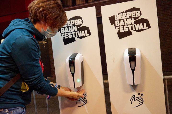 Desinfektionsmittelspender beim Reeperbahn Festival: