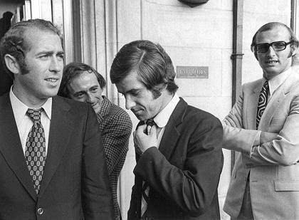 Hertha-Spieler Tasso Wild, Bernd Patzke, Kölns Torwart Manfred Manglitz bei der DFB-Urteilsverkündung im Juli 1971