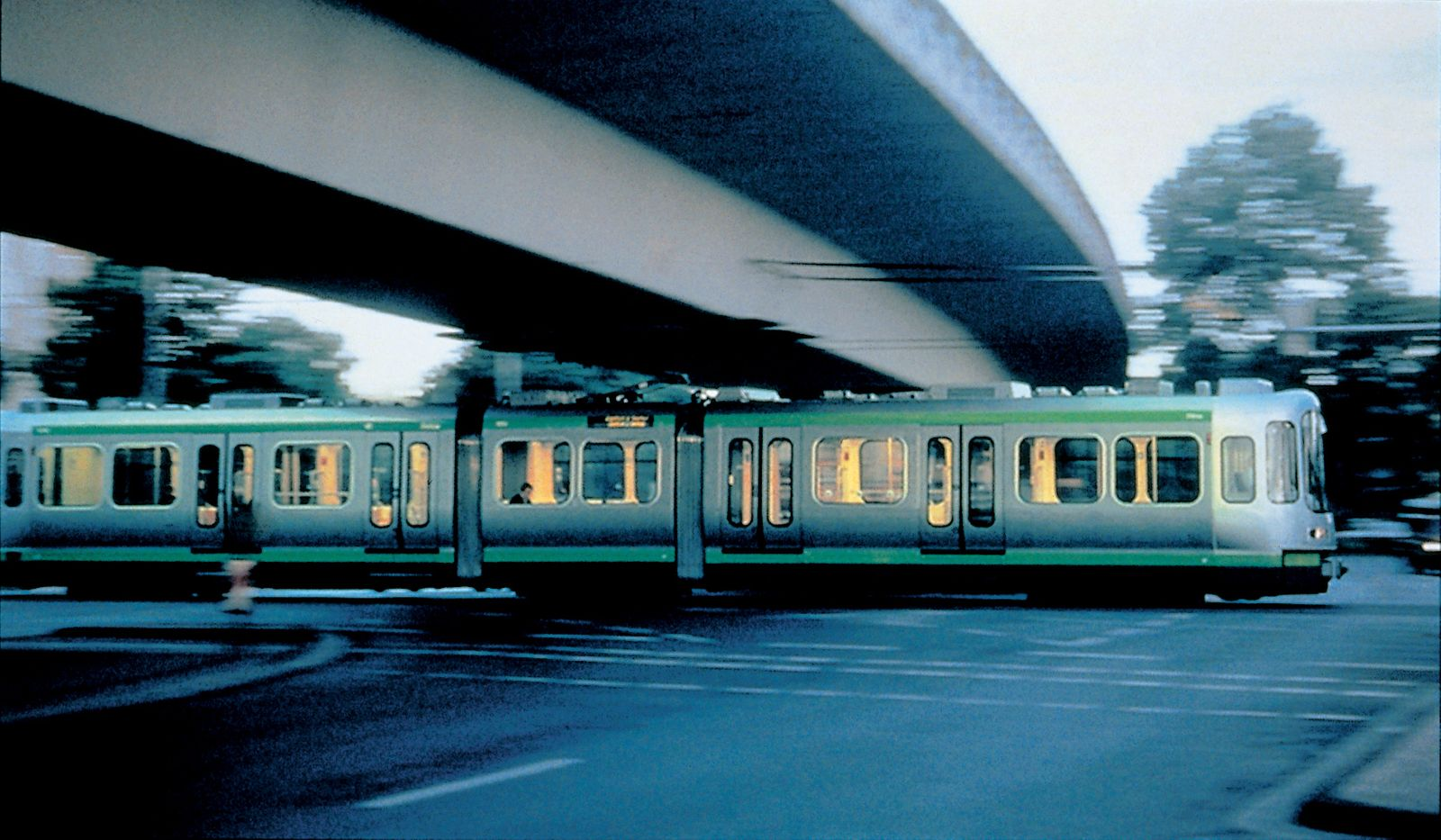 JM-Ustra-1997-Hanover Tram-Under bridge