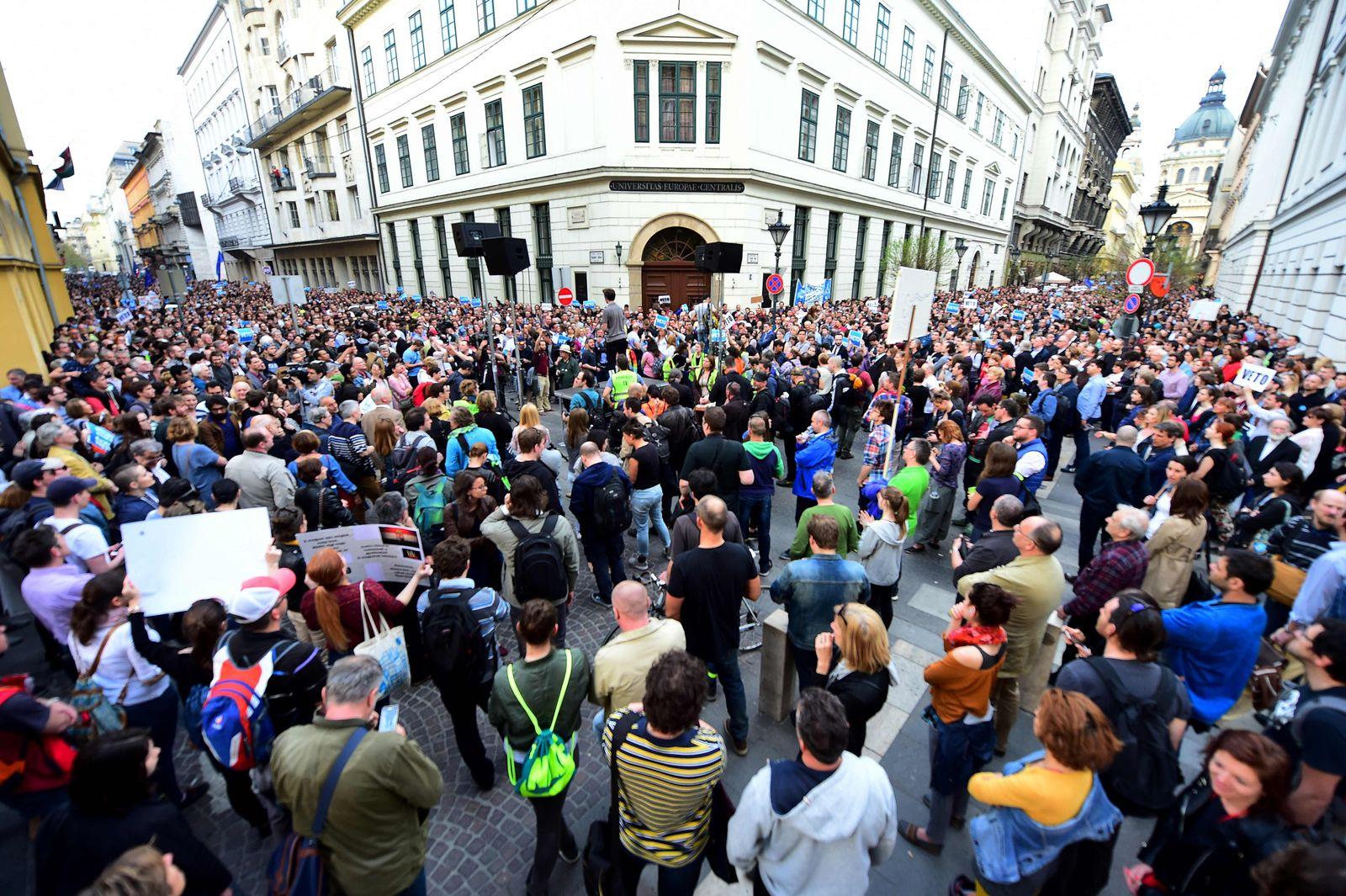 Protest in Ungarn gegen Schließung von US-Uni