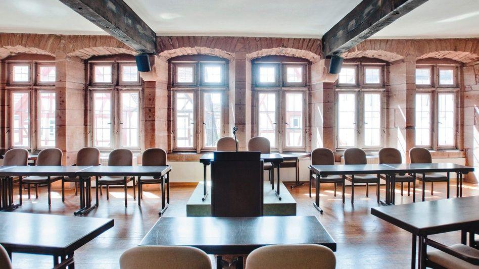 Im Saal des historischen Rathauses von Büdingen tagte das Gericht