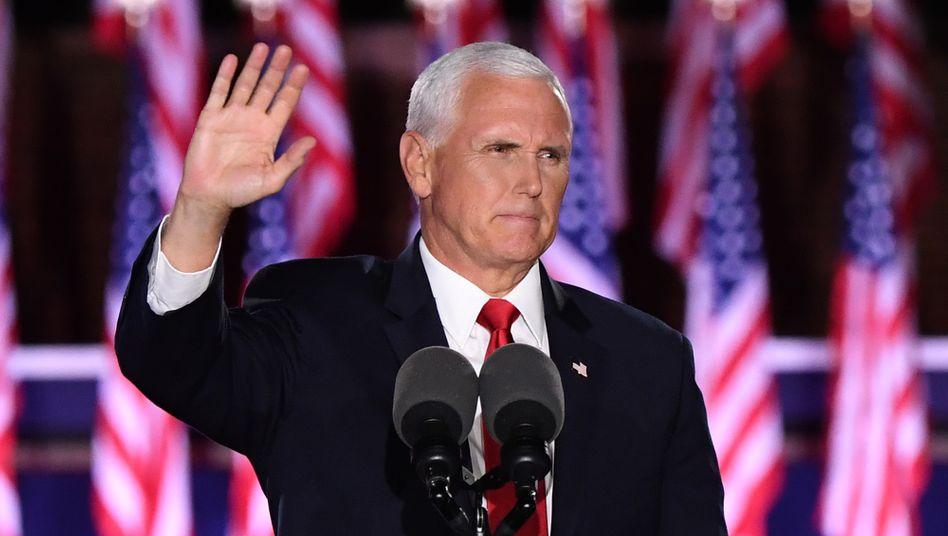"""US-Vizepräsident Mike Pence: """"Zu viele Helden sind gestorben für die Verteidigung unserer Freiheit, um nun zu sehen, wie Amerikaner gegeneinander losschlagen"""""""