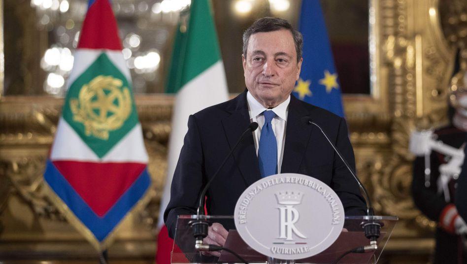 Ministerpräsidenten-Kandidat Draghi (am Mittwoch in Rom): Rückkehr aus dem Rentnerleben