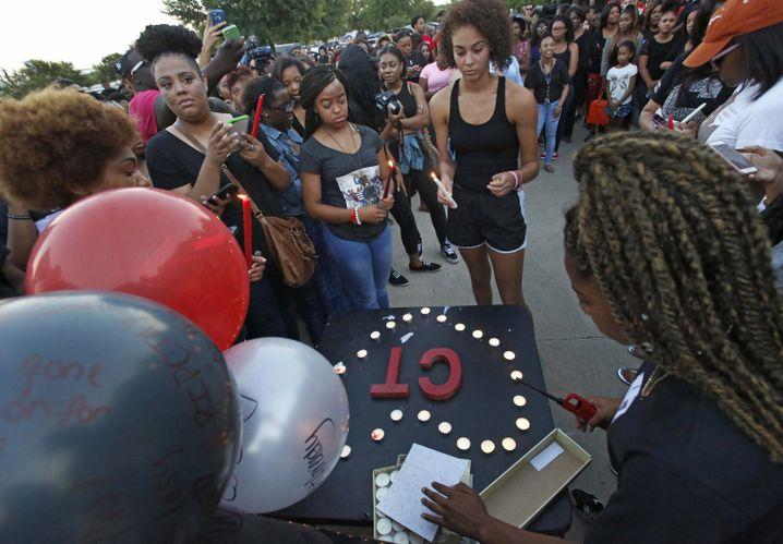 Mahnwache für getöteten Christian T.: Polizei verspricht Aufklärung