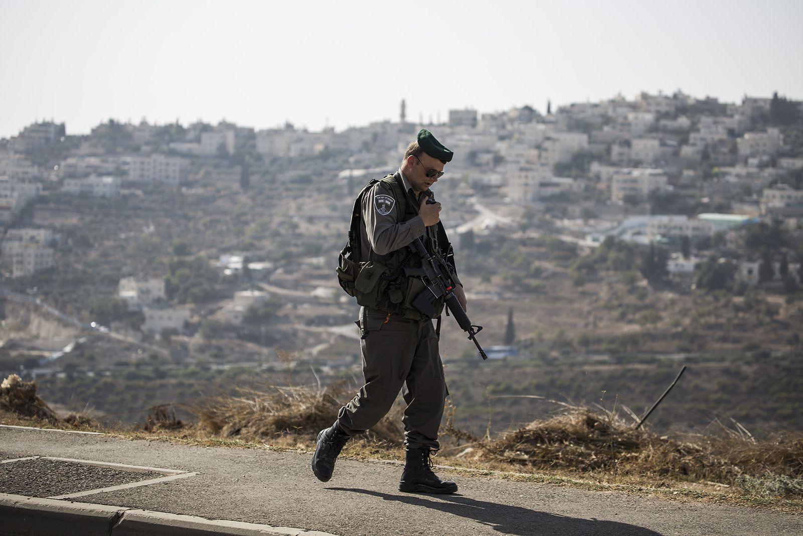 Israel. Messerattacke, Polizist am tatort in Jerusalem