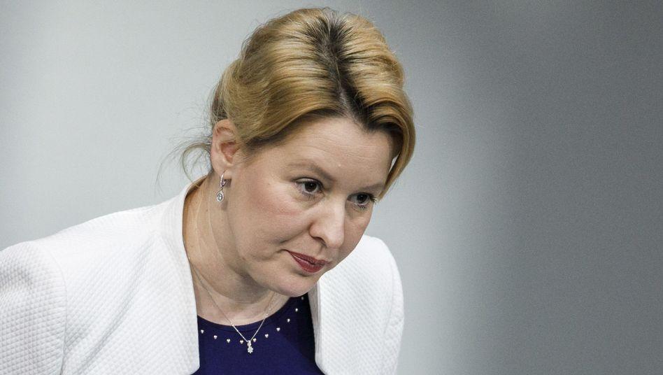 Ministerin Giffey: mehr Anstrengungen erforderlich