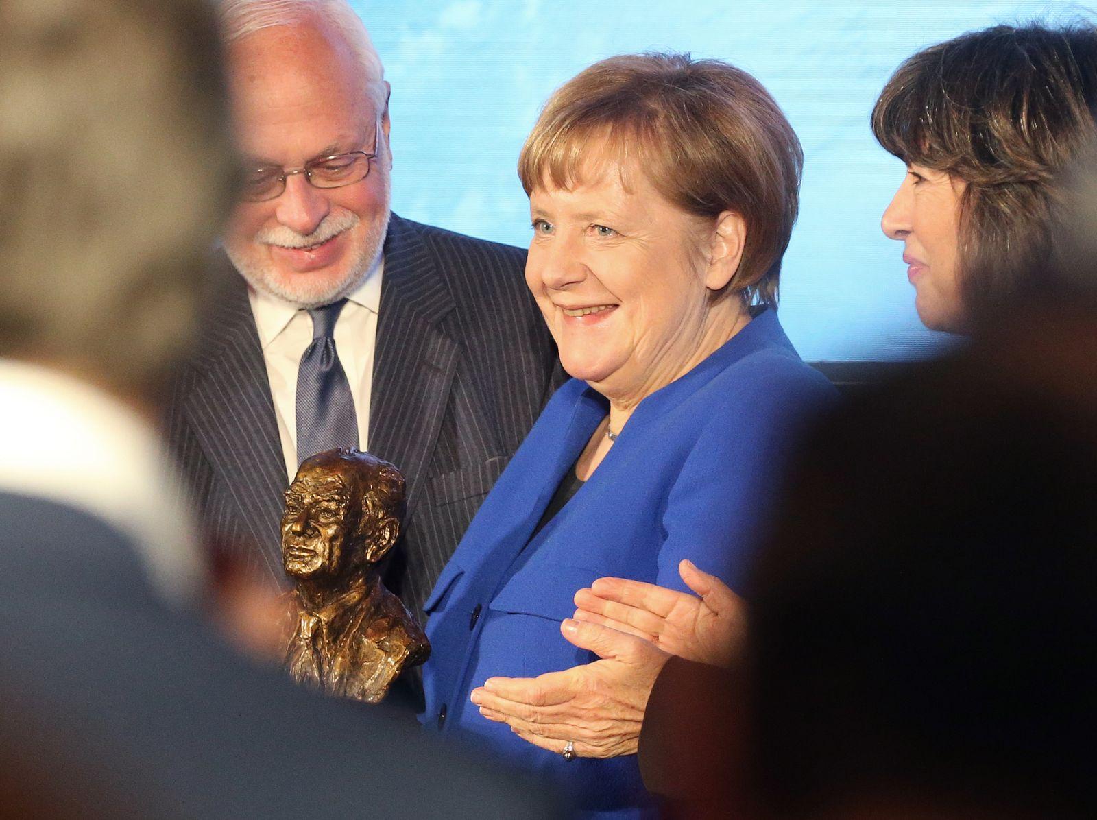 Christiane Amanpour/ Merkel