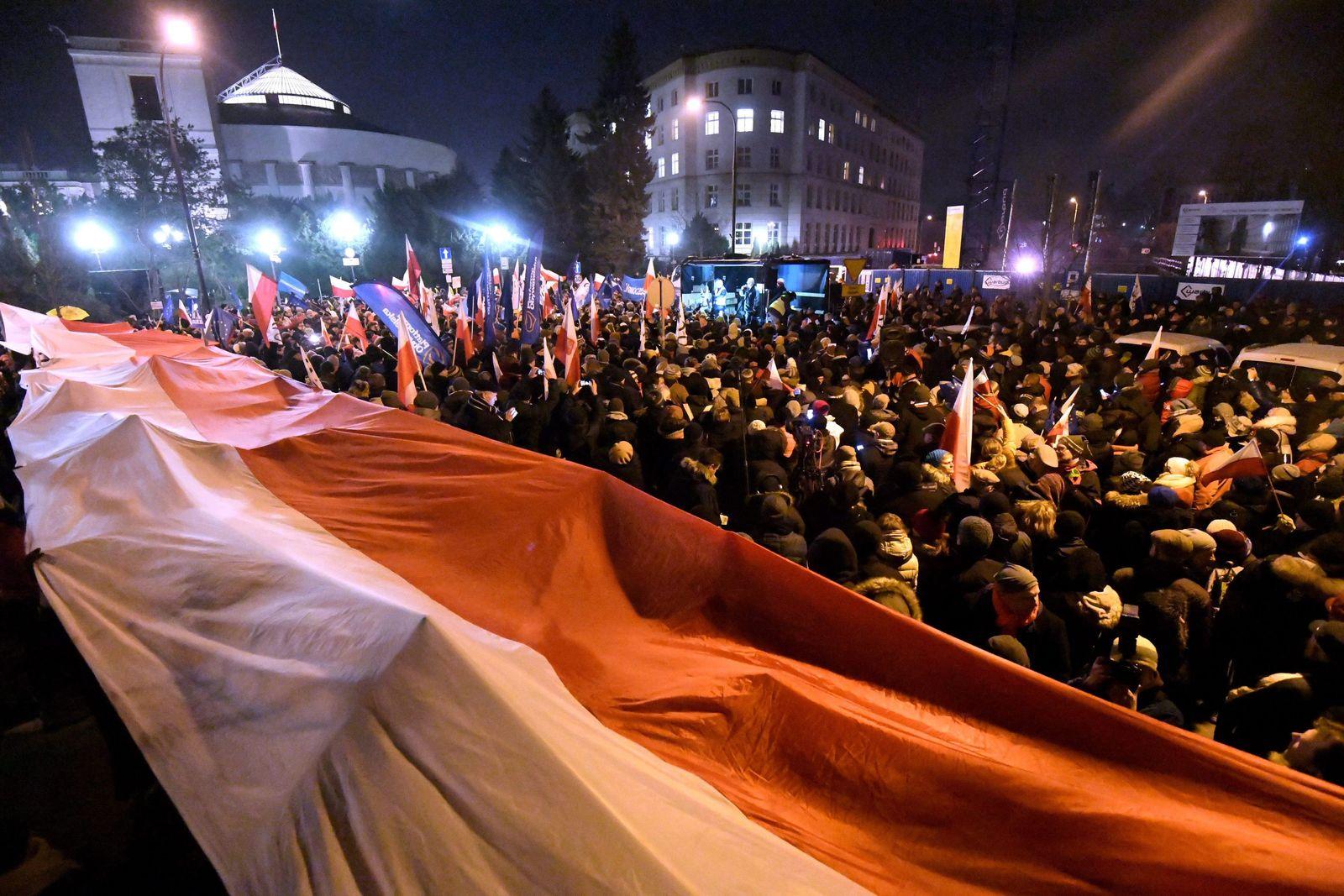 Protest in Sejm against new media regulations Polen