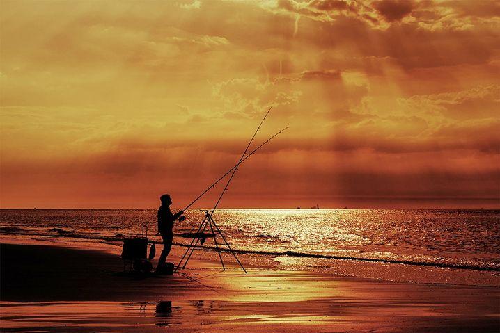 Überarbeitung: Der Angler hebt sich so besser vom Hintergrund ab