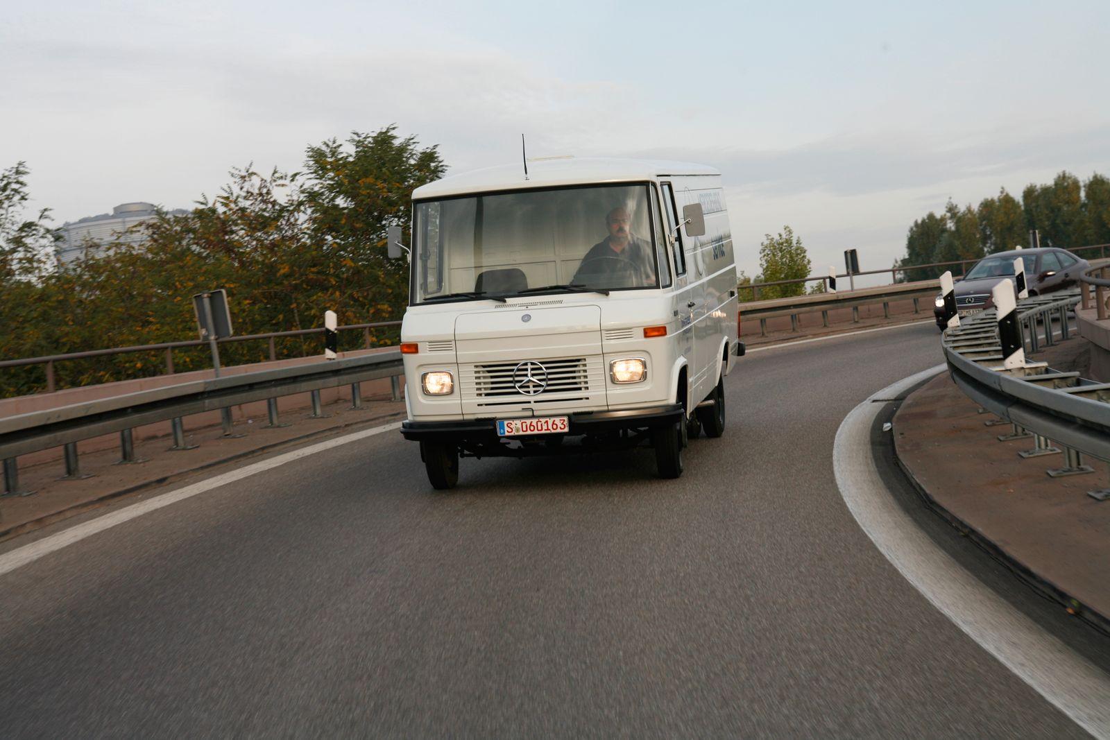 Mercedes-Benz 407 D