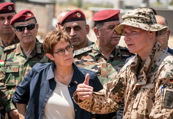 Ministerin Kramp-Karrenbauer im August im Irak: Topthema Lastenteilung