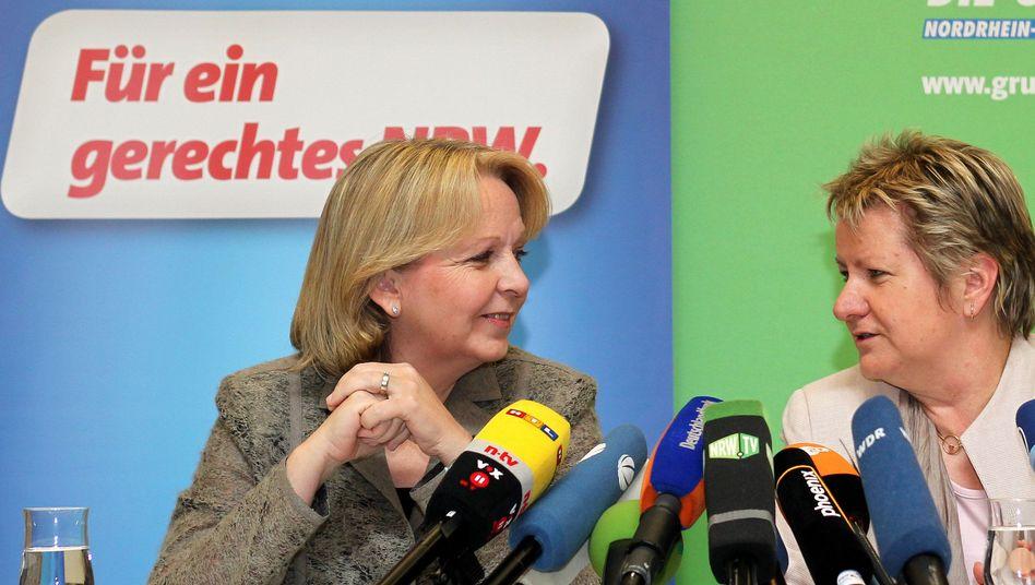 SPD-und Grünen-Spitzenkandidatinnen Kraft, Löhrmann: Schielen Sie auf ein Linksbündnis?