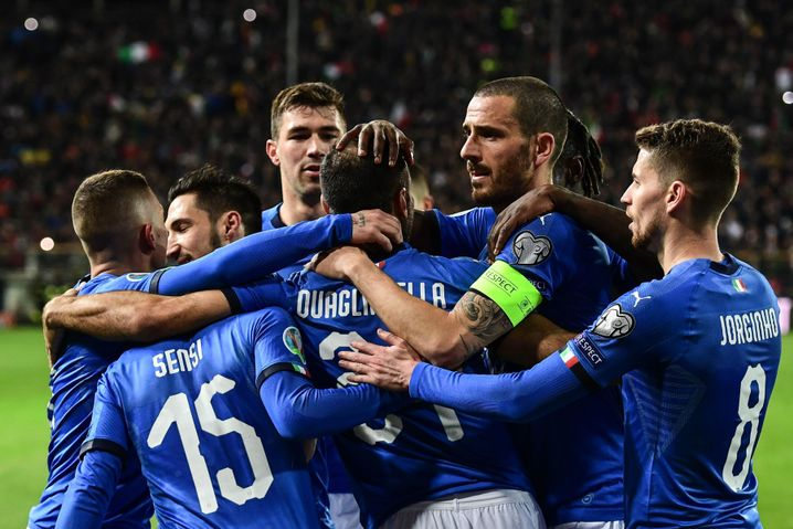 Jubelnde Italiener nach einem Tor gegen Liechtenstein