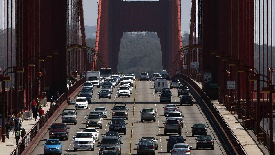 Autos fahren über die Golden Gate Bridge in San Francisco: Am 2035 dürfen in Kalifornien keine Verbrenner mehr verkauft werden