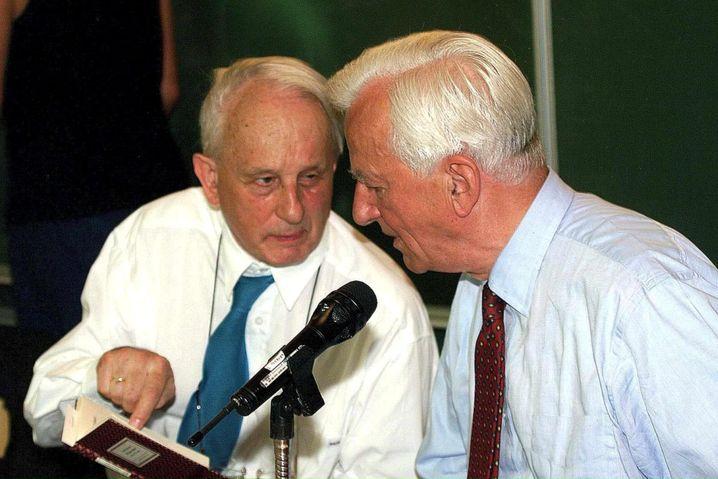 Hochhuth mit dem ehemaligen Bundespräsidenten Richard von Weizsäcker 1999
