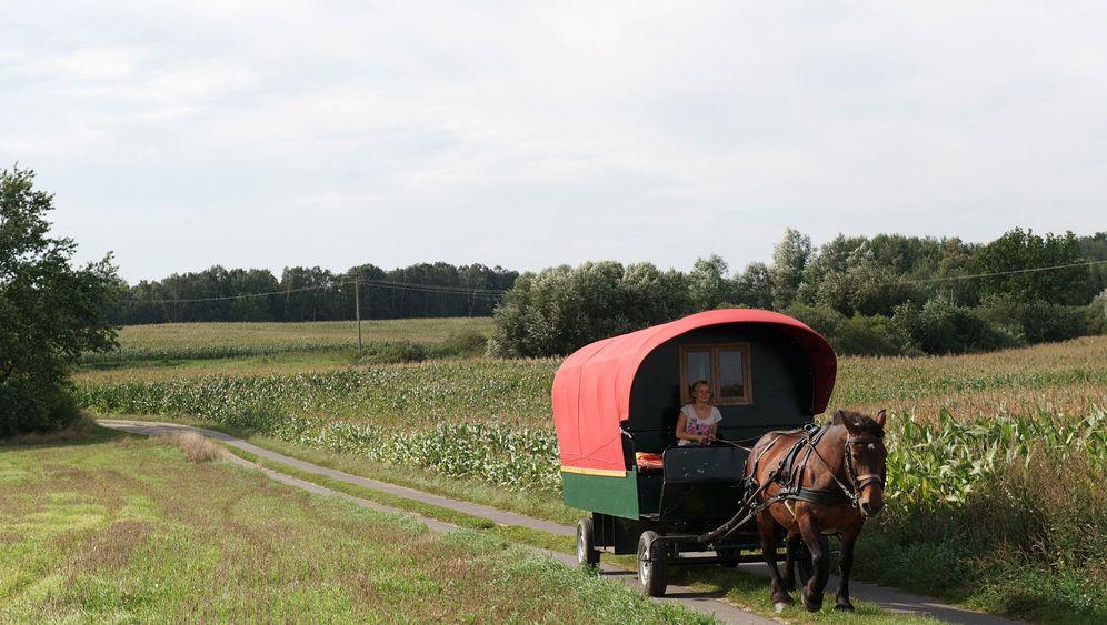 Uckermark: Zeitreise im Planwagen