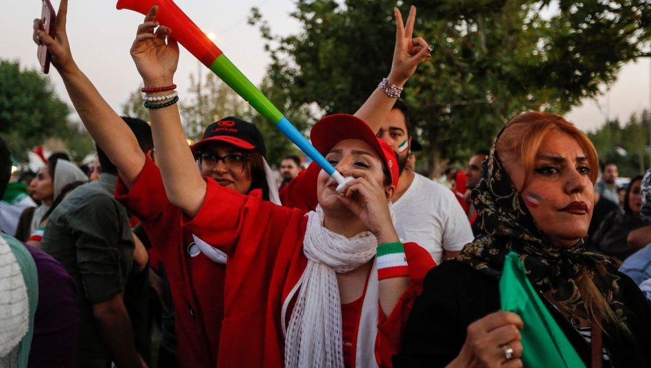 Weibliche Fußballfans in Teheran (Bei der Fußball-WM 2018)