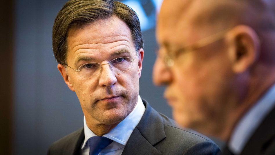 Mark Rutte, der Ministerpräsident der Niederlande, mit Justizminister Ferd Grapperhaus (rechts)