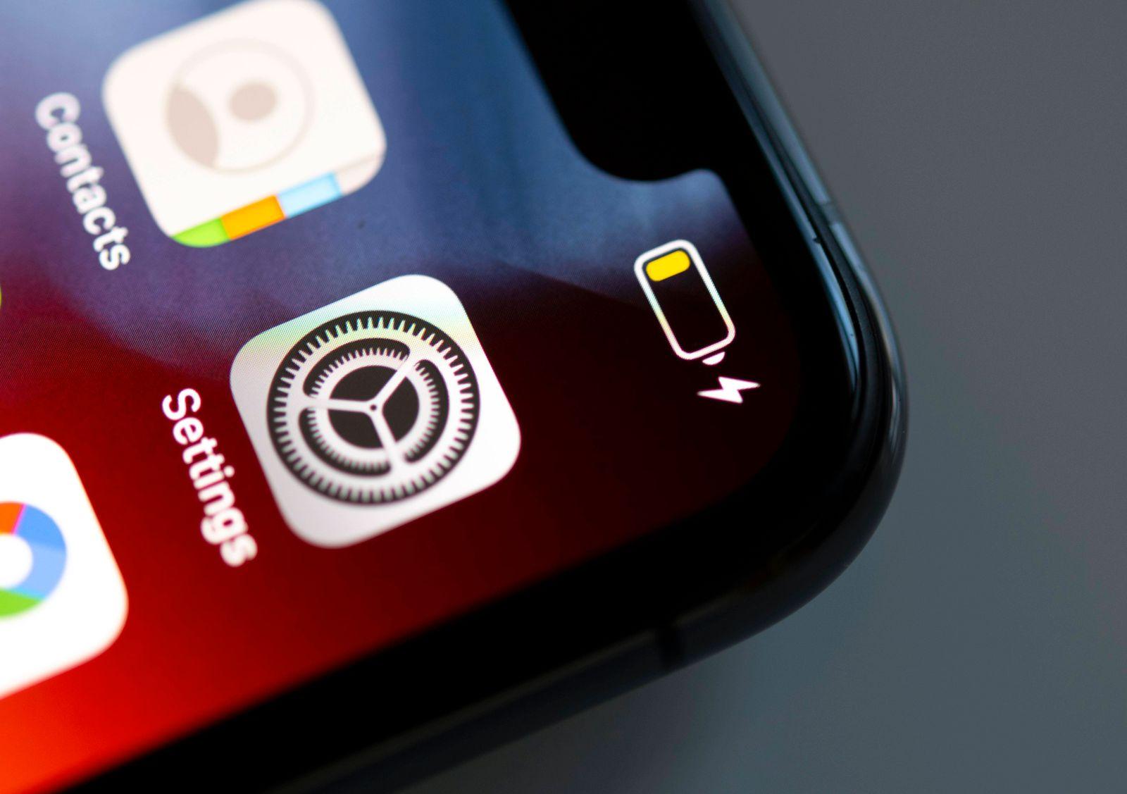Akku leer, Batterieanzeige, Batterie, iPhone, iOS, Smartphone, Display, Nahaufnahme, Detail *** battery empty, battery i