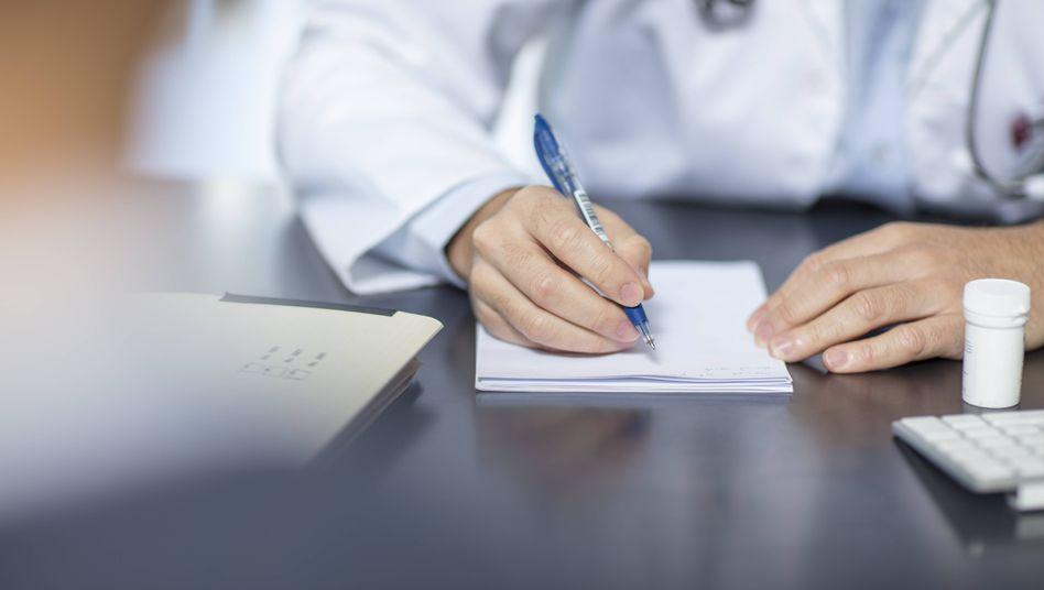 Ärzte können sich mit falsch ausgestellten Attesten strafbar machen