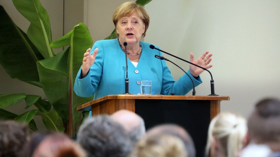Merkel auf Wahlkampftour in Mecklenburg-Vorpommern, hier in einer Gesamtschule in Greifswald