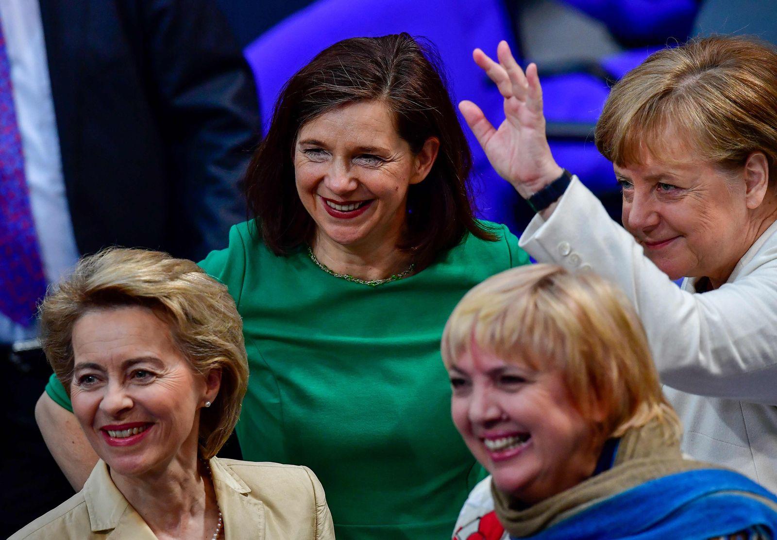 von der Leyen/ Katrin Goering-Eckardt/ Claudia Roth/ Angela Merkel