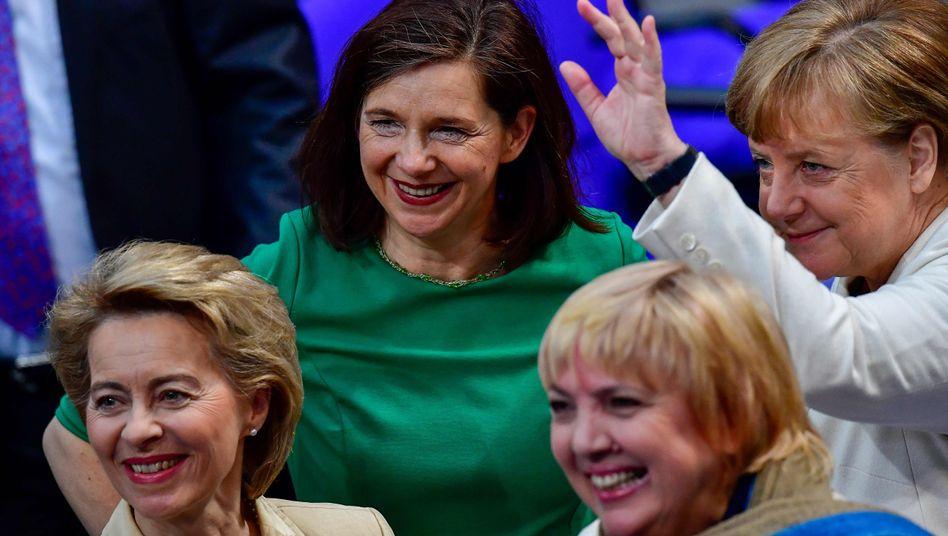 Ursula von der Leyen, Katrin Göring-Eckardt, Claudia Roth, Angela Merkel