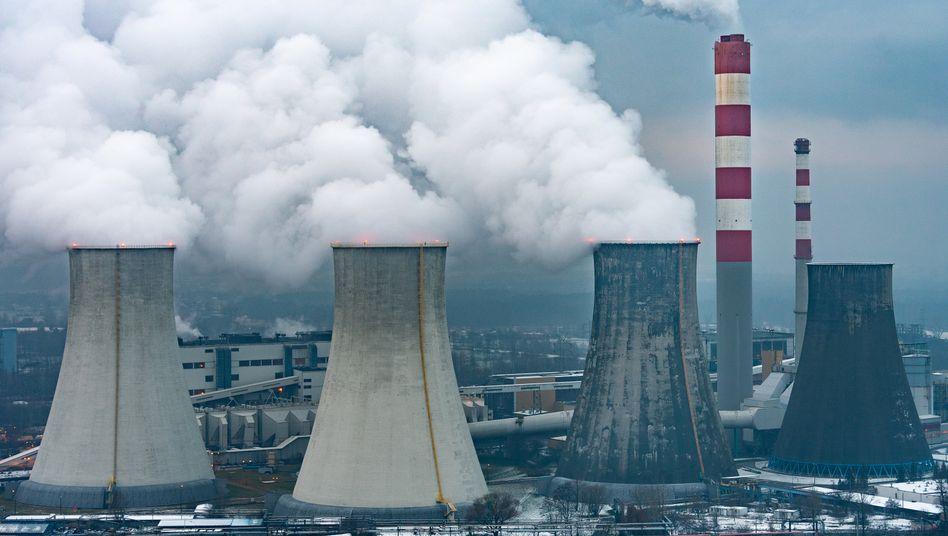 Die Verbrennung von Kohle gehört zu den größten Quellen des globalen Treibhausgasausstoßes (Kohlekraftwerk in Polen, Archivfoto).
