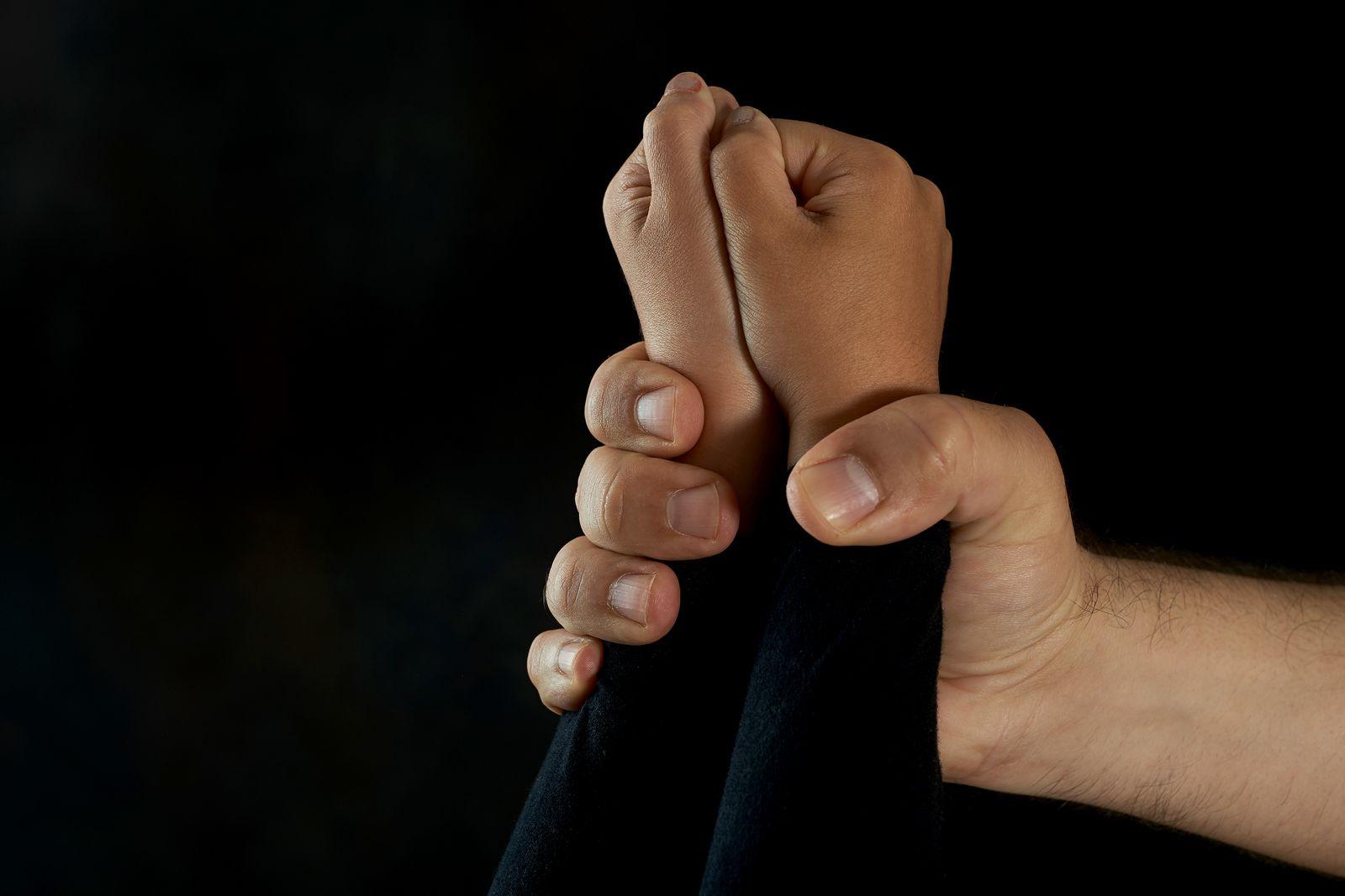EINMALIGE VERWENDUNG Gewalt/ Kinder