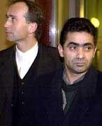 Volkans Vater Kali Kaya (re) mit seinem Anwalt auf dem Weg zur Urteilsverkündung