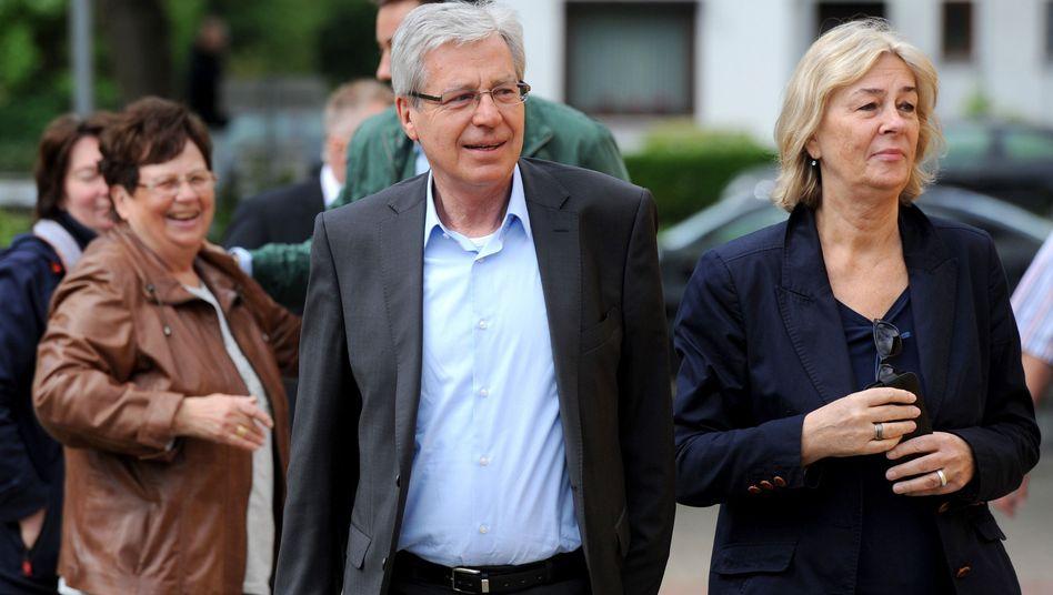 Jens Böhrnsen, Bürgermeister von Bremen, mit Ehefrau Birgit Rüst: Die beiden gingen ins Wahllokal - viele ihrer Mitbürger aber nicht