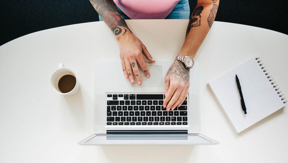 Viele Studierende erleben in Corona-Zeiten zum ersten Mal eine Onlineklausur: Wie funktioniert das?