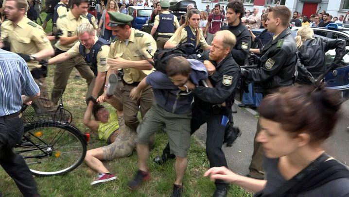 Fotostrecke: Protest gegen Abschiebung eskaliert