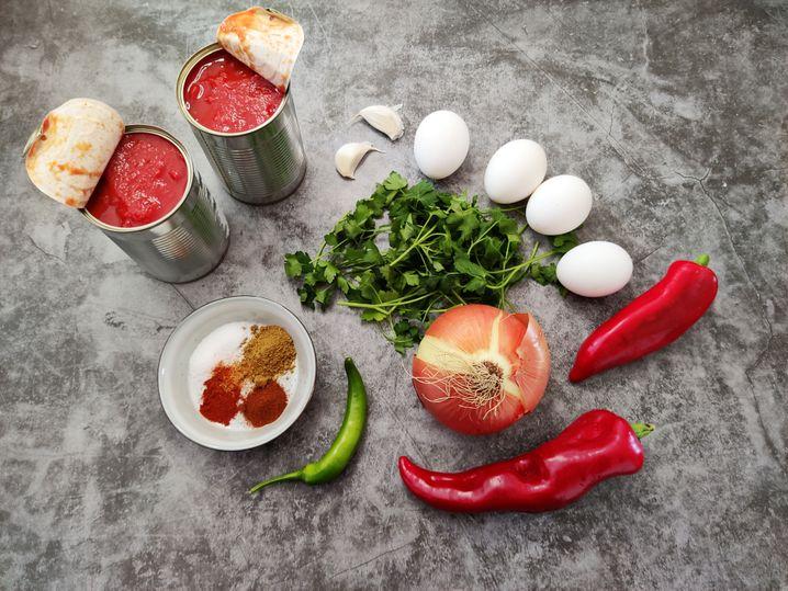 Weil saftige und reife Tomaten im Supermarkt Mangelware sind, greifen wir zu denen aus der Dose