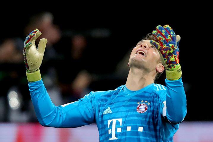Manuel Neuer ärgert sich gegen Augsburg