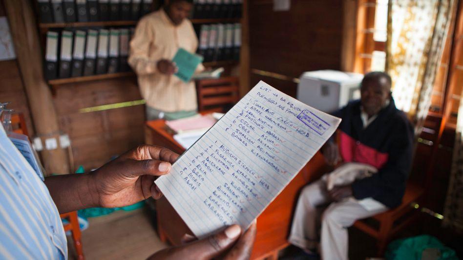 Registrierung für einen Gesundheitsdienst in einem Krankenhaus in Uganda (Symbolbild): Durch Blockchain-Technologie werden solche Prozesse transparent