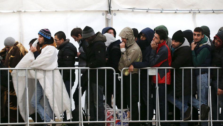 Wartende Flüchtlinge vor Lageso: Wie schlimm sind die Zustände?