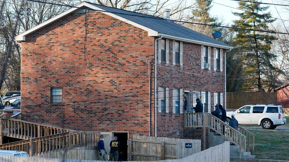 FBI-Beamte durchsuchen ein Haus nach der gewaltigen Explosion in Nashville